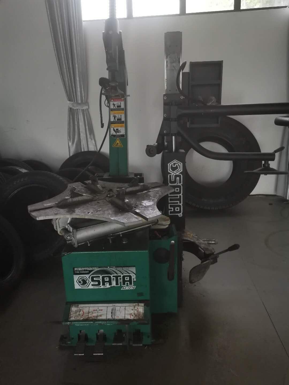<span>乘用车车轮扒胎机</span>