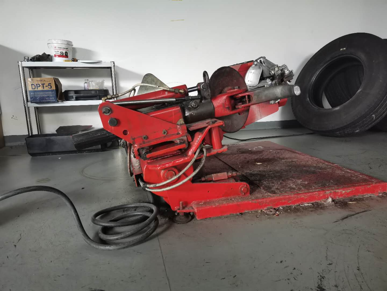 <span>商用车车轮扒胎机</span>